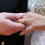 Mulher falta casamento da amiga e recebe conta com 'jantar, serviço e imposto'