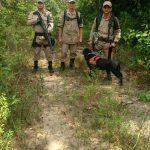 Atualização: bombeiros, agora, incluem cão farejador em busca de jovem que desapareceu nas matas da zona Norte de Manaus