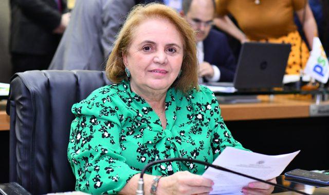12 Dep. Therezinha Ruiz considera como conquista a decisaI o da JusticI a para vacinar os professores