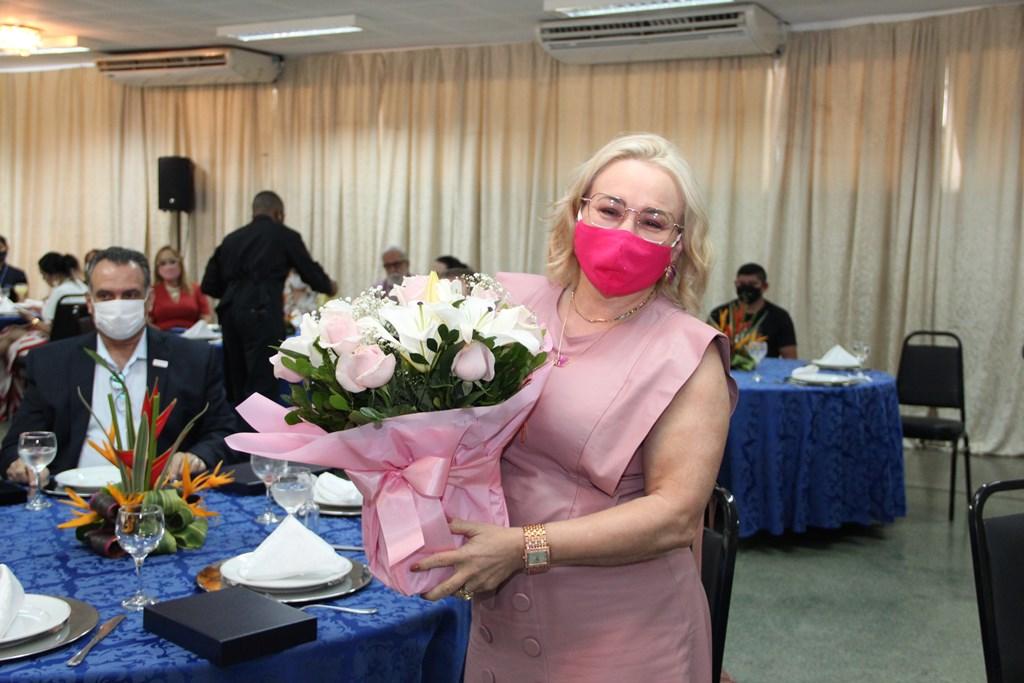 Diretora da Impram Regia Moreira recebe homeagem como coordenadora da Acao Social Integrada do PIM