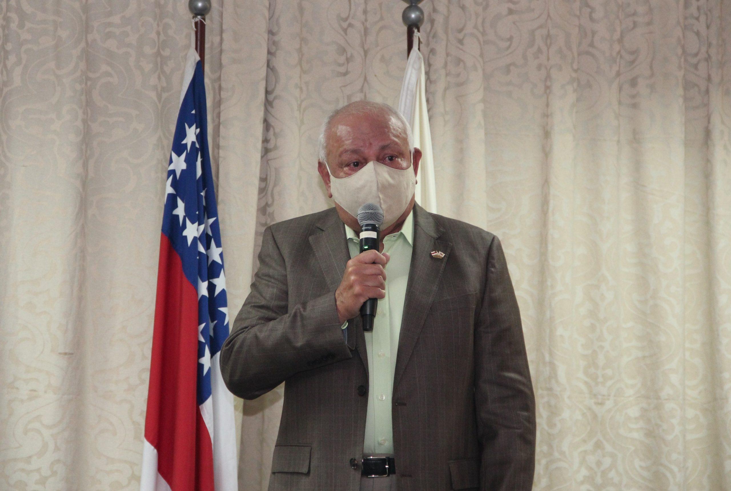 Presidente da FIEAM Antonio Silva em homenagem aos integrantes da Acao Social Integrada do PIM scaled