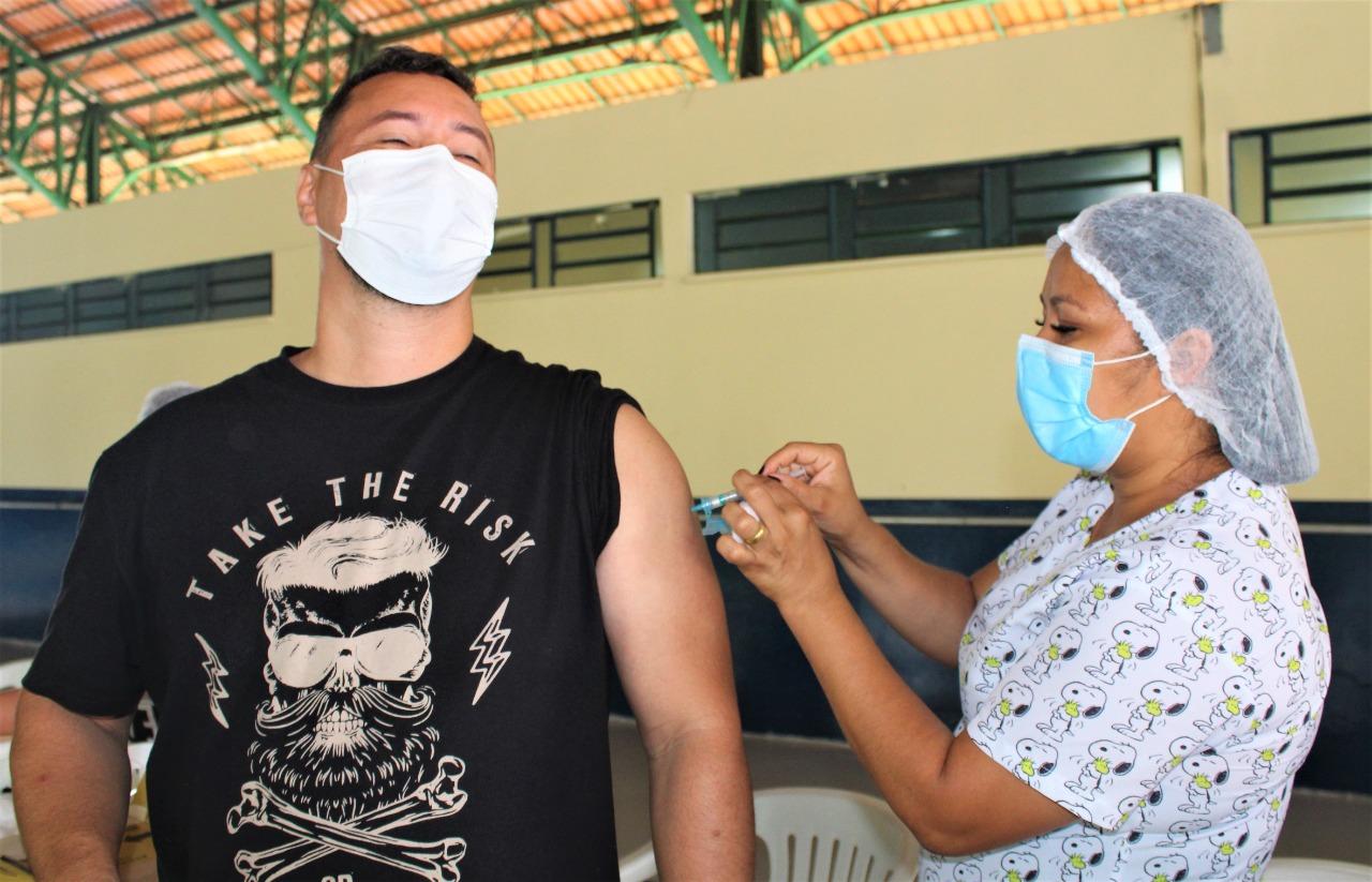Covid-19: pessoas de 39 anos, nascidas de janeiro a junho, começam a receber a vacina nesta quinta-feira