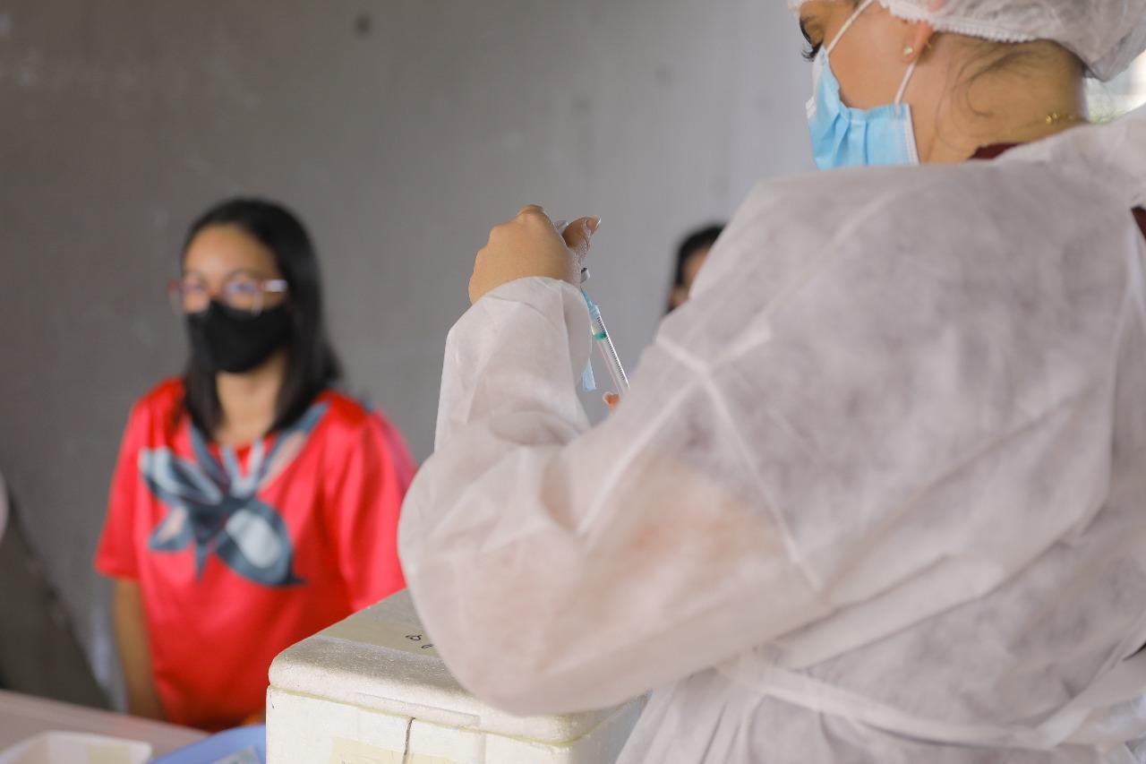 Prefeitura inicia nesta sexta-feira vacinação de pessoas a partir dos 20 anos