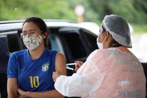 Covid-19: mais de 1 milhão de pessoas já foram imunizadas com a primeira dose da vacina, em Manaus