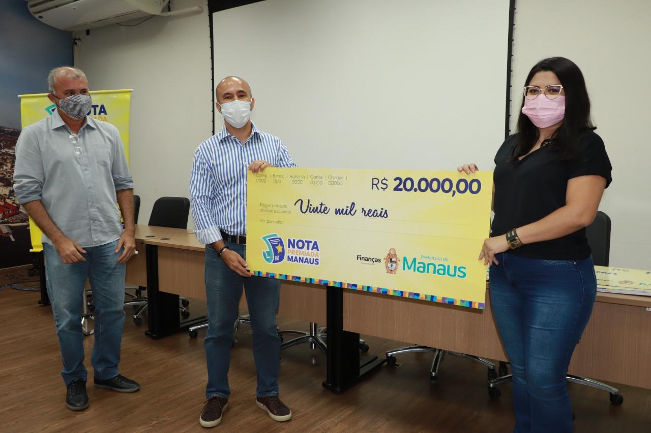 Campanha Nota Premiada Manaus: ganhadores recebem cheques de mais um sorteio