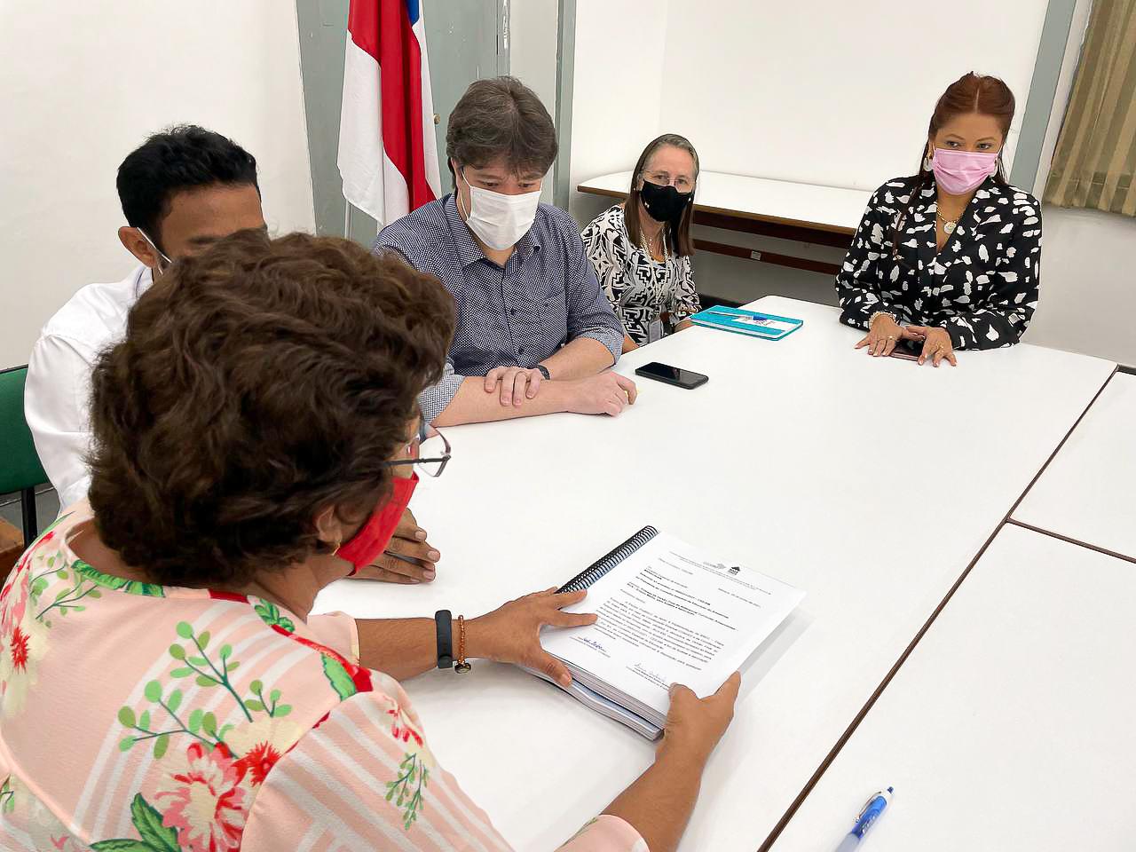 Documento que implantará mudanças no Ensino Médio do Amazonas é entregue ao Conselho Estadual de Educação