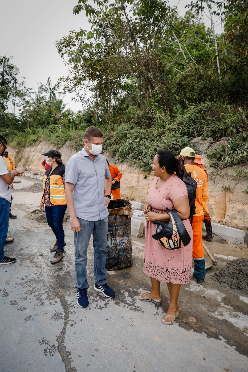 No final de semana, vice-prefeito fiscaliza obra de drenagem no conjunto João Paulo 2