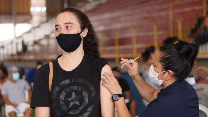 Manaus anuncia vacinação de adolescentes contra Covid-19 ainda esta semana