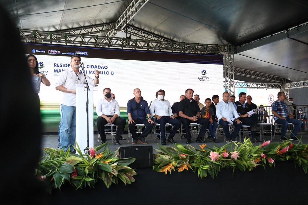 Na companhia de Bolsonaro, David Almeida entrega 500 apartamentos do Residencial Manauara II e inicia o cumprimento das metas de habitação da gestão