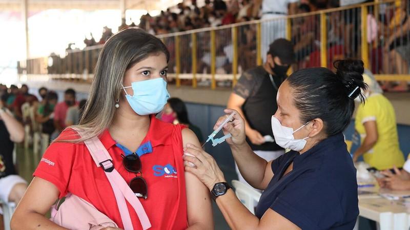 Trabalhadores da Educação de Manaus recebem segunda dose para conclusão do ciclo vacinal contra a Covid-19