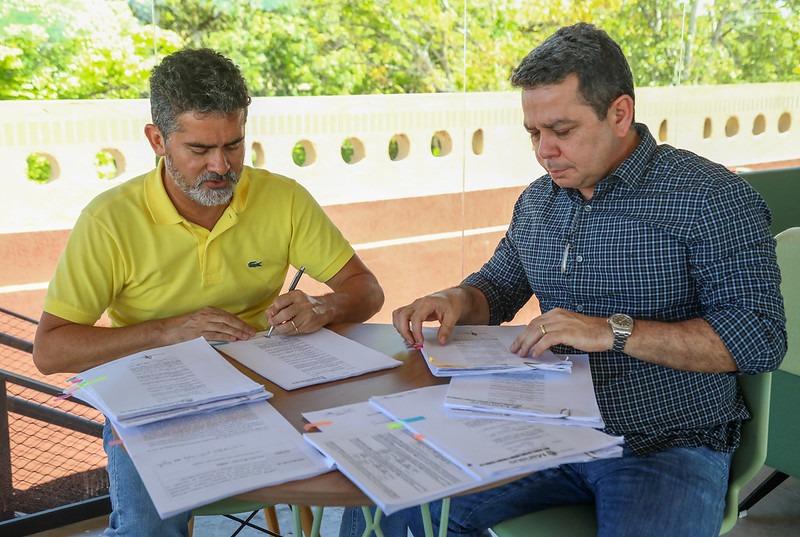Valorização dos profissionais da Educação de Manaus é garantida com a assinatura de mais de 260 progressões de carreira