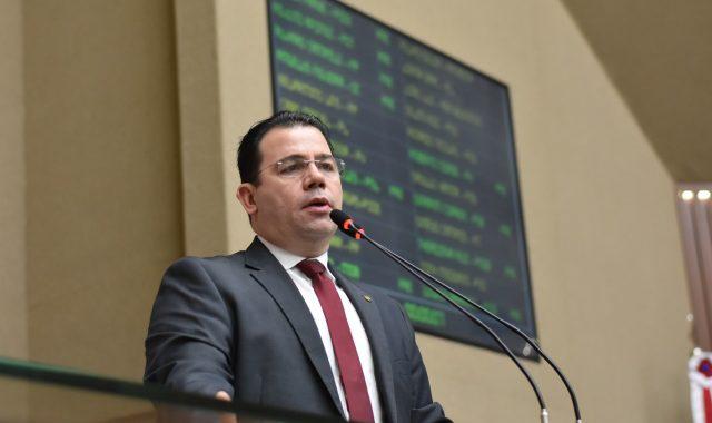 """Deputado Wilker Barreto condena ataque da Associação dos Fabricantes de Refrigerantes contra modelo Zona Franca: """"Desinformação"""""""