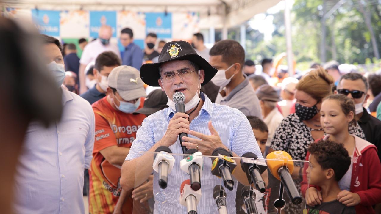 Prefeito David Almeida pretende multar quem fizer buracos nas ruas que forem recapeadas em Manaus