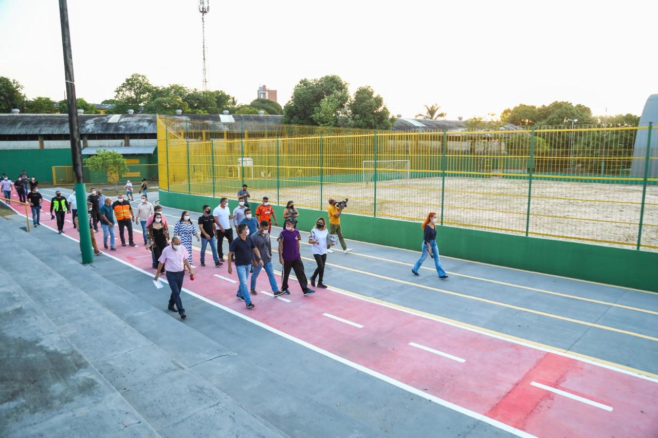 Após reforma, prefeitura entrega minivila olímpica do Coroado à comunidade